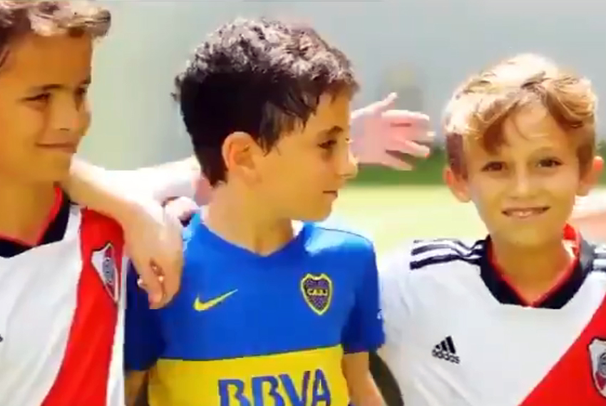 El mensaje de los más chicos a los protagonistas de Boca-River. Foto: Captura